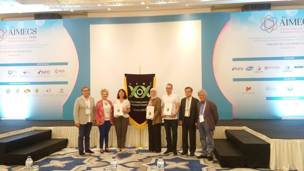 Трите наградени за най-добри постери на AIMECS 2019 - доц. Иванка Цаковска от България, д-р Заин Закария от Катар и д-р Ситки Доа Елджъ от Турция